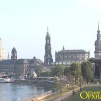 Город  Дрезден на берегу  реки  Эльбы