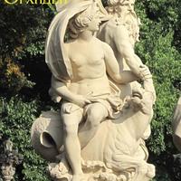 Скульптуры, украшающие сад дворца