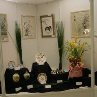 Цимбидиумы и предметы с орхидеями