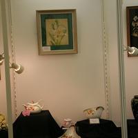 посуда с орхидеями и картина с белой Каттлеей Татьяны Лебедевой