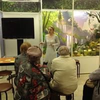 Марина Бугрова читает лекцию