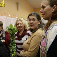 Ольга Изотова, Марина Новикова и Елена Авдеева (гости выставки) приступают к дежурству, Ирина Жукова (СПОЛО) - дежурит.