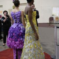 Платья, украшенные орхидеями на выставке WOC 21